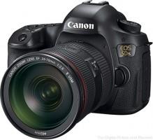 Cine ocupă primul loc de pe piața camerelor foto digitale cu obiective interschimbabile?